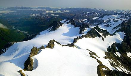 800px-Jagged_Mountain_Peaks_Kodiak_NWR_a