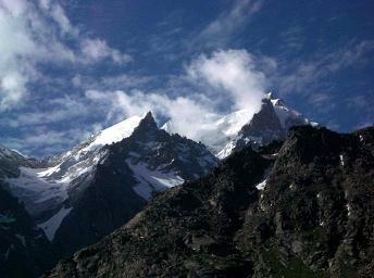800px-Mountain_peaks,_Lahul_a