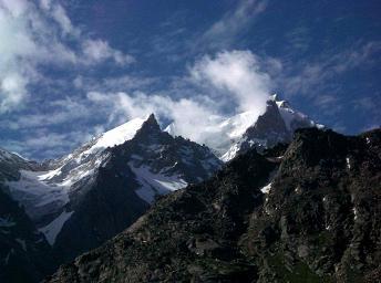 800px-Mountain_peaks,_Lahul_a